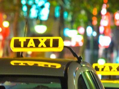 Cómo reservar un taxi por teléfono